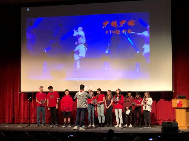 牛頓北高中學生演唱中文歌曲。(朱偉憶/摄影)