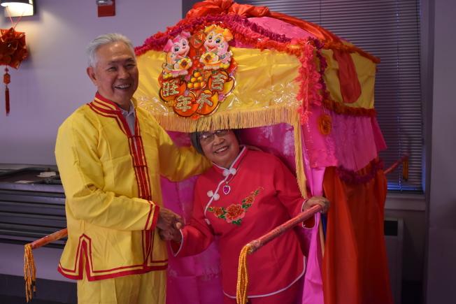 林文華夫婦牽手50多年,認為夫妻之間包容和交流、溝通為相處之道。(記者顏嘉瑩/攝影)