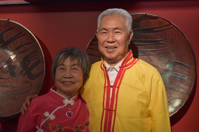 人瑞中心顧委會主席林文強(右)與妻子陳秋金透過友人介紹認識,因為一曲黃梅戲而定情。(記者顏嘉瑩/攝影)