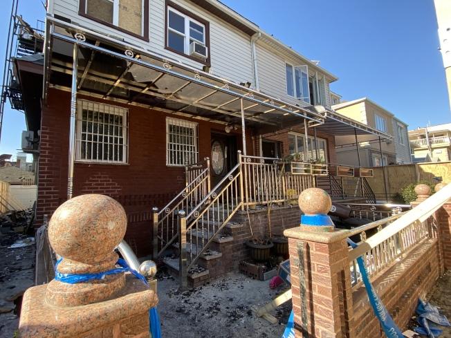 布碌崙班森賀一棟兩家庭住宅日前發生三級大火,竟逃出20多名住客。(記者顏潔恩/攝影)
