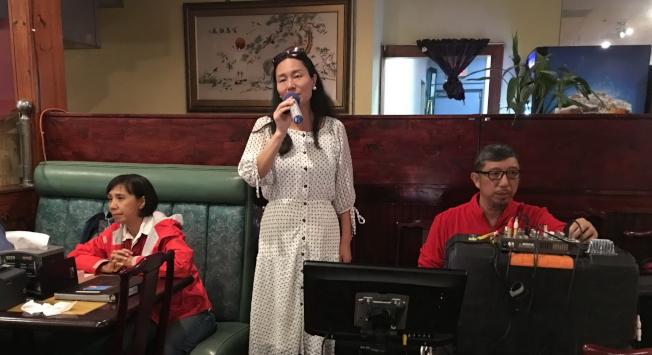 奇士美華協慶春節,來自雲南的歌唱家王艷演唱。(記者陳文迪/攝影)