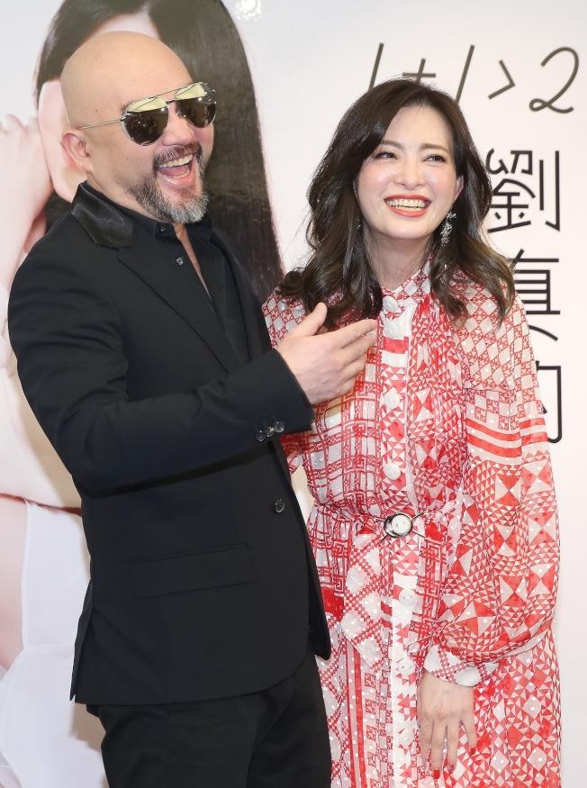 辛龍(左)十分寵愛劉真。(本報資料照片)
