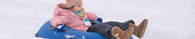 滑雪胎技能要求低、安全系數高,是孩子和大人都喜歡的雪地運動。(取自駝背山度假村官網)