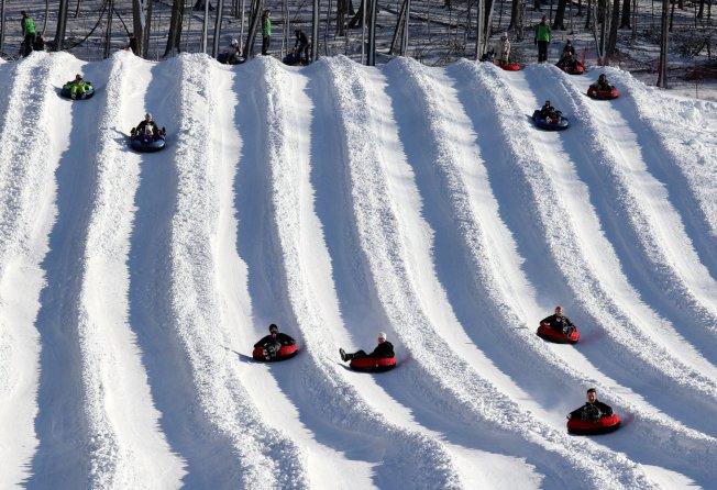 滑雪胎技能要求低、安全系數高,是孩子和大人都喜歡的雪地運動。(取自Mount Peter臉書)
