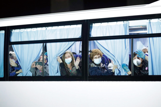 鑽石公主號撤離回美的疑似感染者人數增加為15人。(美聯社)