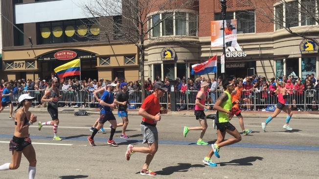 波士頓市長偉殊認為,新冠肺炎疫情不應該影響今年波士頓馬拉松賽事。圖為去年比賽現場。(記者劉晨懿之/攝影)