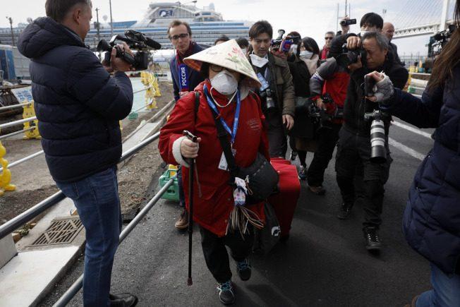 快看世界 登船後「嚇到」專家:鑽石公主號比伊波拉疫區危險