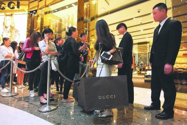 中國今年第1季消費受疫情影響最大,3月消費市場有望觸底回穩。(本報資料照片)