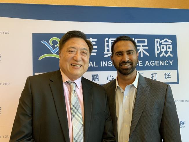 華興保險總裁張國興(左)、聯邦中小型企業管理局代表Ben Raju(右)合照。(記者謝雨珊/攝影)