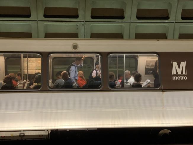橙線連結北維州和華府,每日有大量通勤族從Vienna、Dunn Loring、East Falls Church三站出發前往華府上班。(記者羅曉媛/攝影)