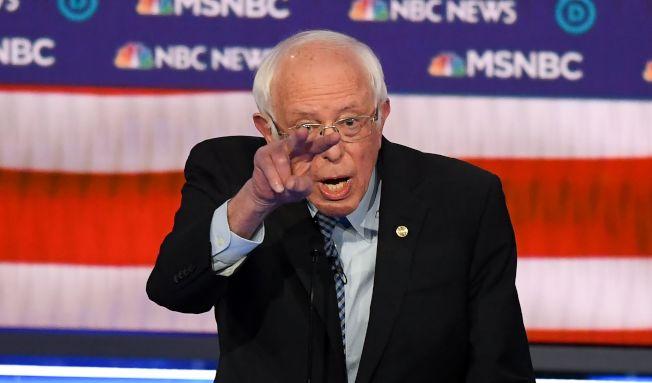 主張社會主義的參議員桑德斯,不遺餘力抨擊資本家彭博。(Getty Images)