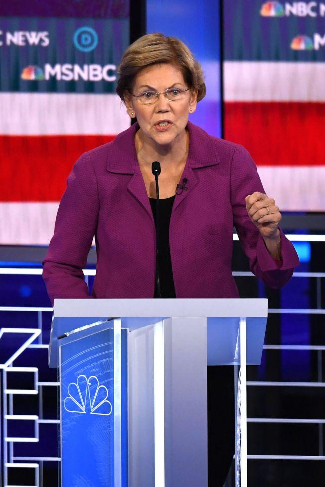 參議員華倫砲火最猛烈,她批評彭博不尊重女權。(Getty Images)