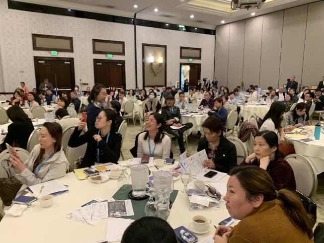 現場有近300位企業主管及雇主參與企業雇主研討會取經。(記者謝雨珊/攝影)
