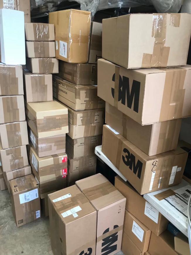 在美華人大量購買口罩等醫用物資郵寄國內。(受訪者提供)