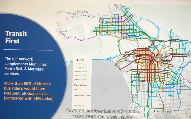 大都會交通局下一代公車80%的路線保持一周七天全天運作。(記者胡清揚/攝影)