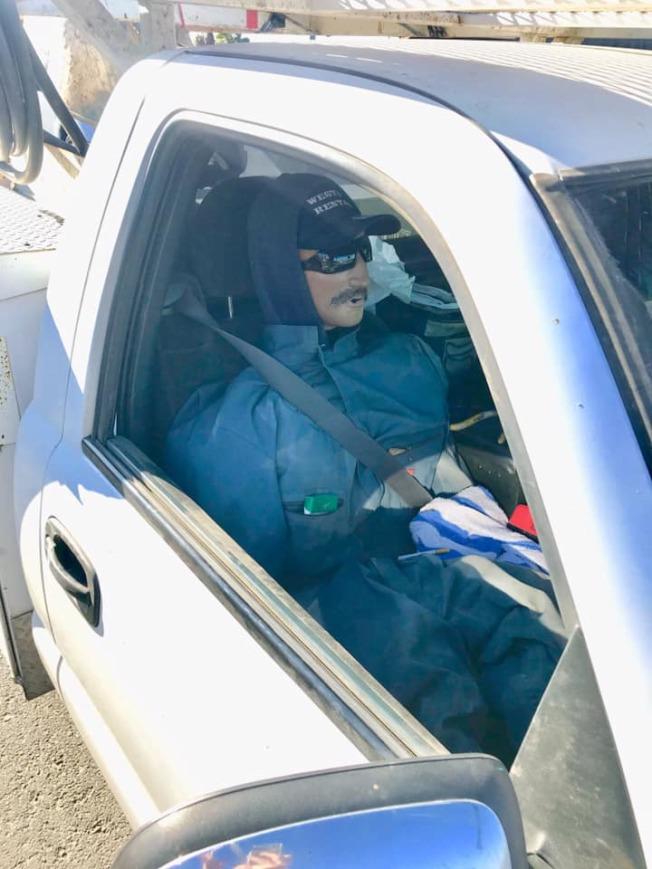 加州公路巡警局呼籲駕駛人,使用玩偶或人體模型充當人頭而駕駛於共乘車道者,將遭最低481元罰款。(CHP提供)