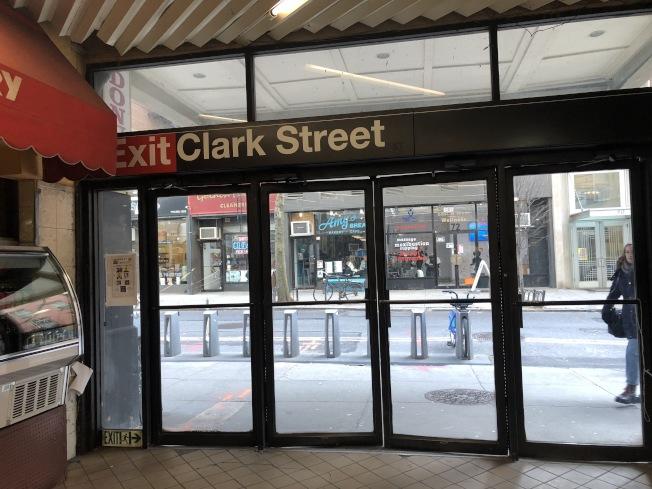 布碌崙高地Clark街地鐵站將進行八個月的維修工程,期間將關閉地鐵站翻新三個電梯口。(記者顏潔恩/攝影)