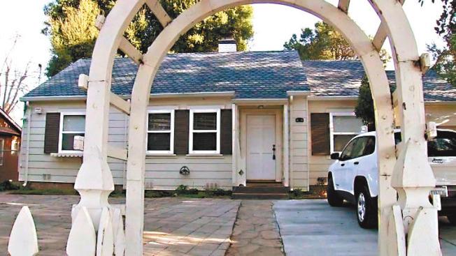 發生命案的Airbnb短租屋。(電視新聞截圖)