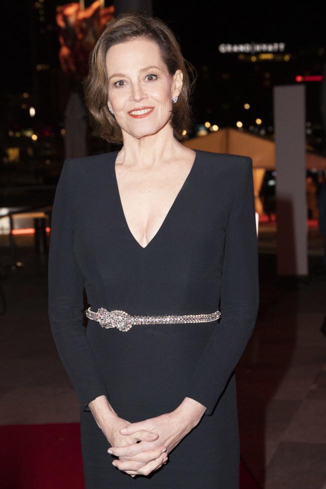 70歲的雪歌妮薇佛出席柏林影展開幕。(歐新社)