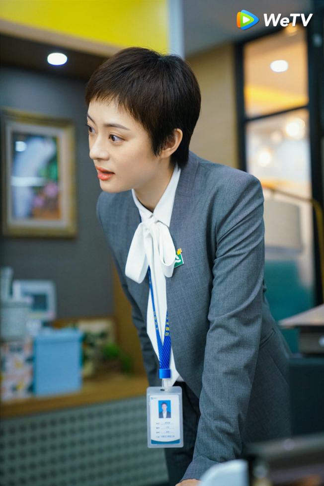 孫儷在「安家」中飾演業務能力逆天的「金牌房產仲介」。(圖:WeTV提供)