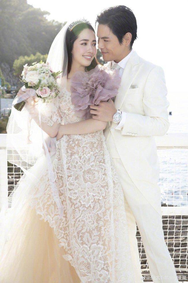 向佐、郭碧婷的婚禮美照。(取材自微博)