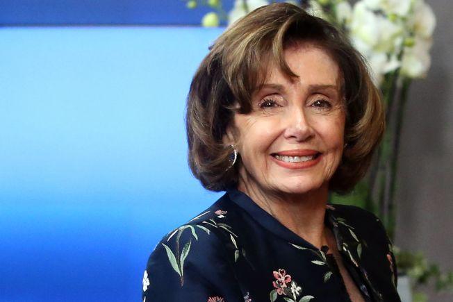 圖為國會眾院議長波洛西(Nancy Pelosi)受邀成為麻州名校史密斯學院(Smith College)今年畢業典禮演講嘉賓。Getty Images