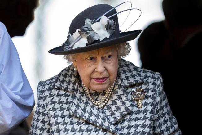 英女皇伊麗莎白二世傳保障皇室,限制孫子與孫媳再用皇室招牌。圖/歐新社資料照片
