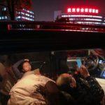 讓房給外地同事住 金銀潭醫護夫妻睡車裡
