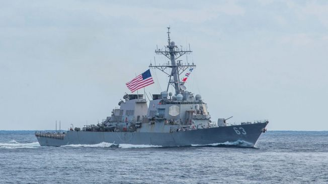 美國在南海和台灣海峽主張自由航行權,圖為2017年美方派遣兩艘海軍神盾級驅逐艦「史塔森號」和後勤彈藥補給艦「查維斯號」穿越台灣海峽,圖為「史塔森號」神盾級驅逐艦。(美聯社)