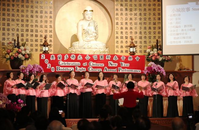 奧蘭多佛光合唱團新春音樂會團員合唱一景。(圖:Ricardo Ramirez提供)