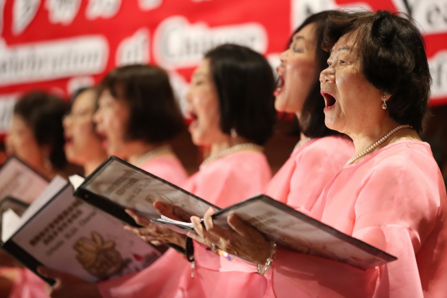 奧蘭多佛光合唱團新春音樂會團員大合唱一景。(圖:Ricardo Ramirez提供)