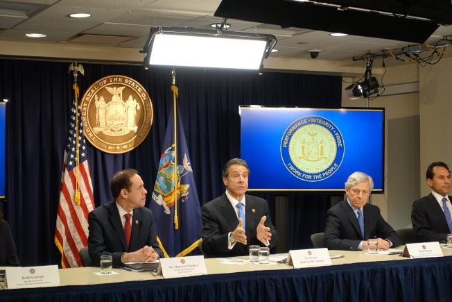 州衛生廳長州衛生廳廳長扎克(左起)、州長葛謨等此前開記者會,呼籲州民勿對新冠疫情過度緊張。(本報檔案照)