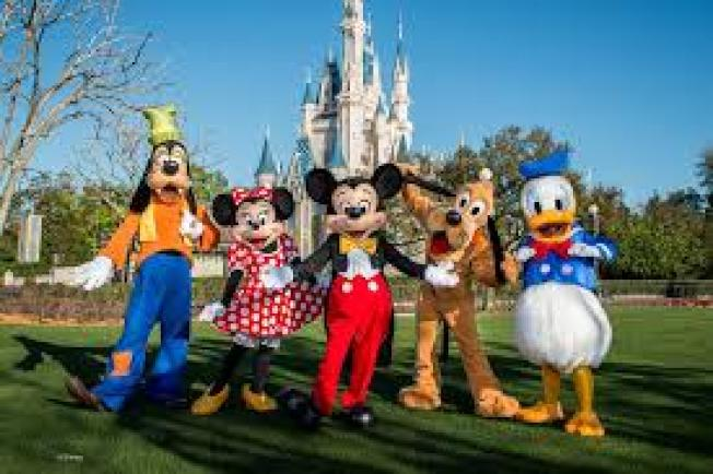 美國兩大迪士尼樂園的日票、多日套票和年票,最近全部調漲票價。(取自臉書)