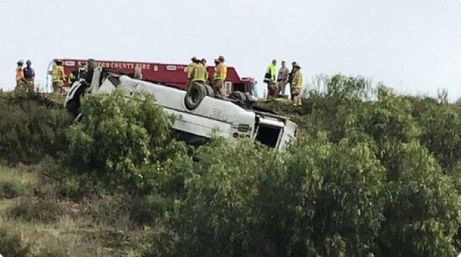 3死18伤!圣地牙哥高速公路 出租巴士翻覆