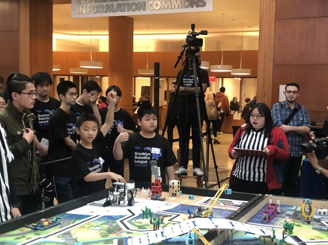 全華生組成的日落公園大都會隊參與布碌崙公共圖書館機器人聯盟大賽。(日落公園大都會隊提供)