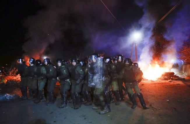 儘管烏克蘭政府將全案定調為「恐慌歧視」與「假消息暴動」,但在社群網路上的新桑扎里鄉民,卻又是完全不同的說法。 (美聯社)