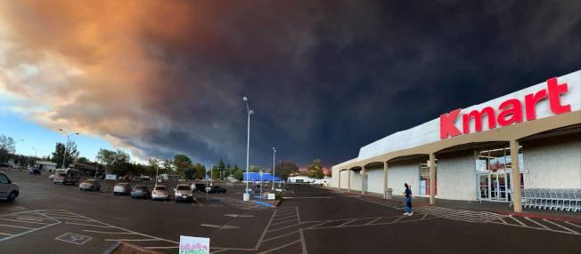 零售實體店受網購打擊深,全美Kmart 倖存的只有大約400家。(Kmart 臉書)