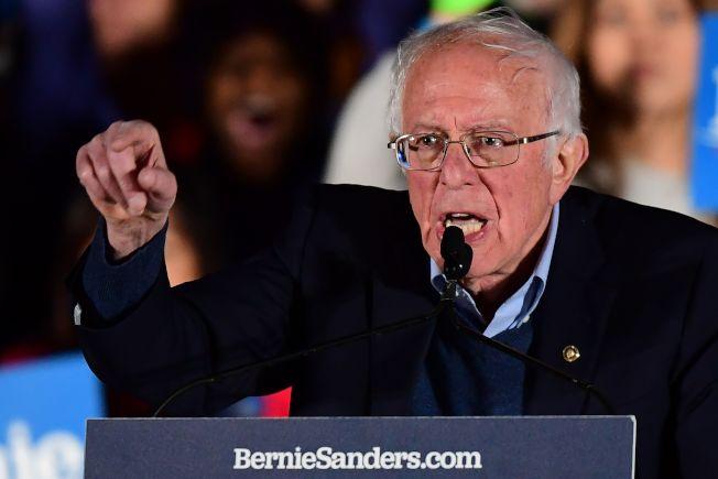 參議員桑德斯在內華達州初選大幅領先,圖為選前之夜桑德斯在賭城造勢。(Getty Images)