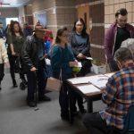 華倫中國城喝珍奶…內州族裔多元 選將奇招拉票