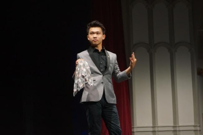 王元捷同學的魔術表演。(全美中華青年聯合會提供)