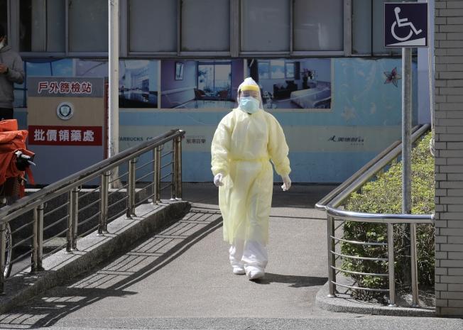 新冠肺炎疫情延燒,衛福部下令醫護人員在疫情期間內禁止出國,打亂不少醫護人員的班表、假表。(記者許正宏/攝影)