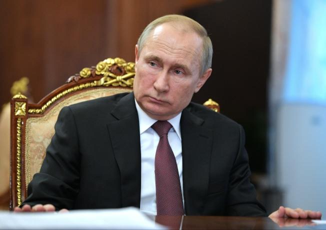 俄國總統普亭在1月底就下令全俄準備防疫,包括關閉俄中邊境重要口岸、停止交通,嚴防首都出現病毒。