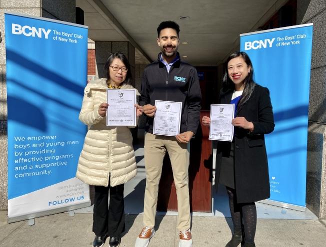 王曉薇(左起)、BCNY代表Ron Britt、黃敏儀鼓勵高中生和大學生積極參加「演講工作坊」。(記者朱蕾/攝影)
