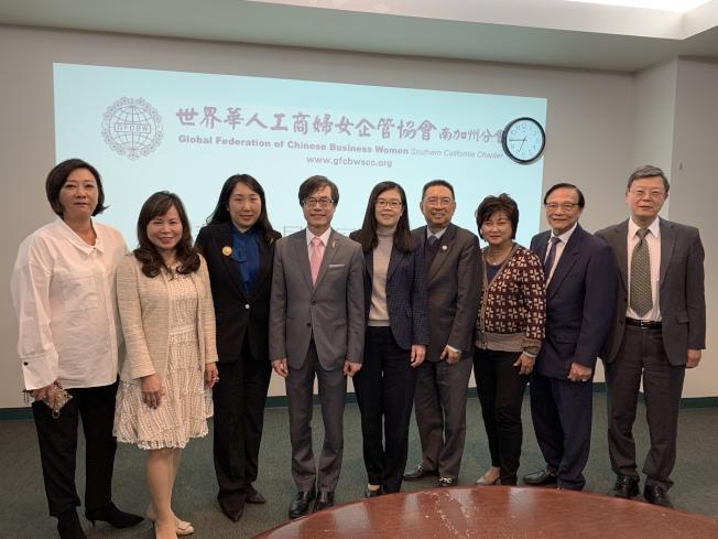 世界華人工商婦女企管協會(世華)南加州分會,日前舉辦「金冠獎」決審會議。圖為評審委員會成員。(記者李雪╱攝影)