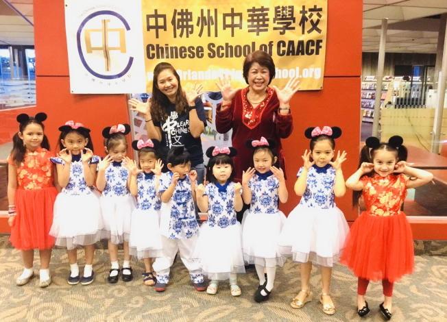奧蘭多中央圖書館慶春節,中佛州中華學校學生表演節目。(中華學校提供)