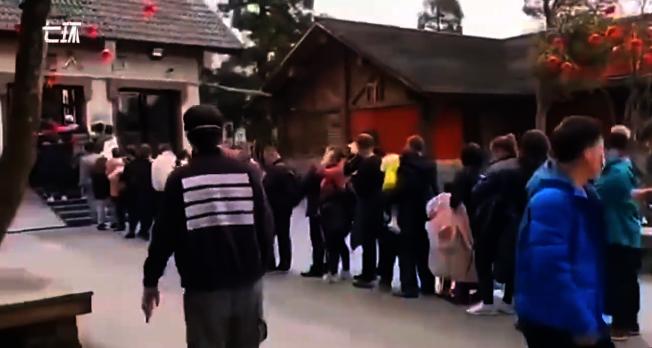 武功山景區的排隊人潮。(視頻截圖)