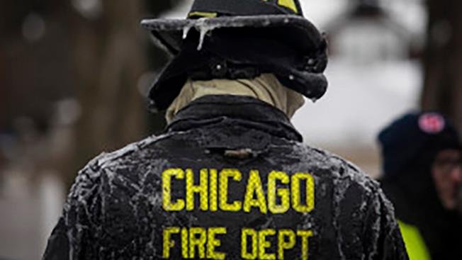 芝加哥消防官金恩將35萬元分成37筆,再以每筆低於一萬的金額存入銀行,遭控拆分交易以聯邦罪名定罪。(NBC芝加哥電視台截圖)