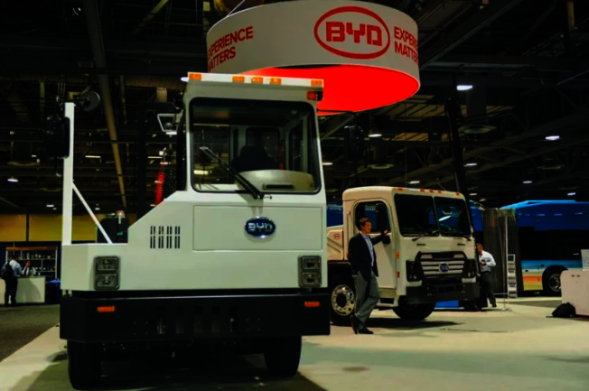 比亞迪在美國展示的重車。(路透)