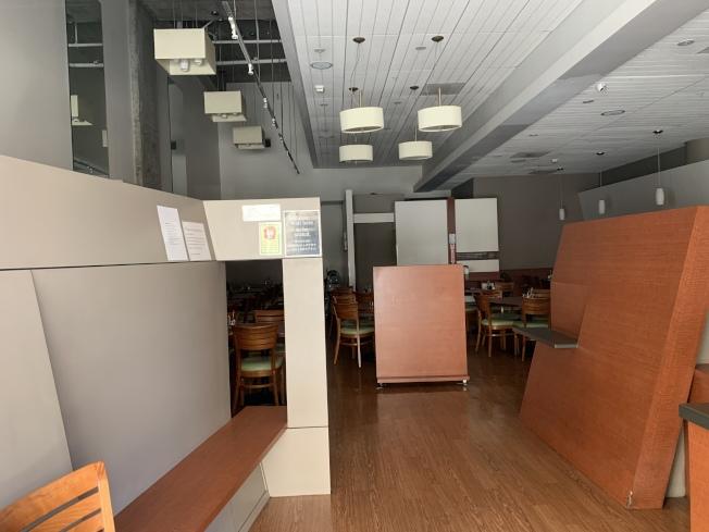 蒙特利公園市Curry House 25日店內沒有一位賓客和服務人員。(記者高梓原/攝影)