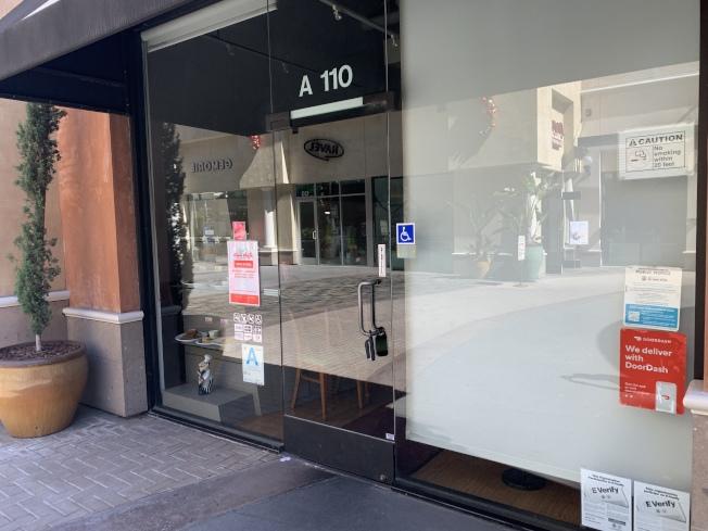 位於蒙特利公園市的Curry House分店,25日大門緊鎖。(記者高梓原/攝影)